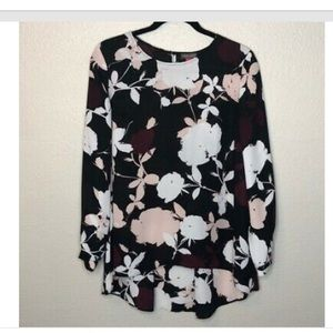 Vince Camuto floral long sleeve Top size Medium